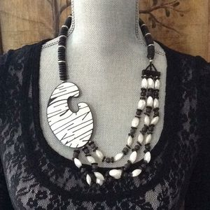 Jewelry - B/W necklace